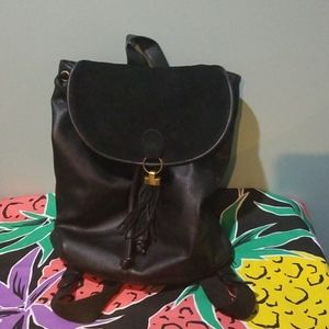 Urban outfitters bucket backpack